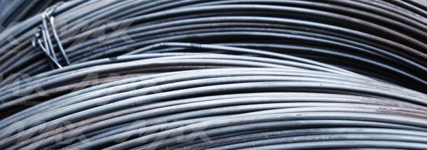 Alambre recocido en rollo, para amarres industriales.